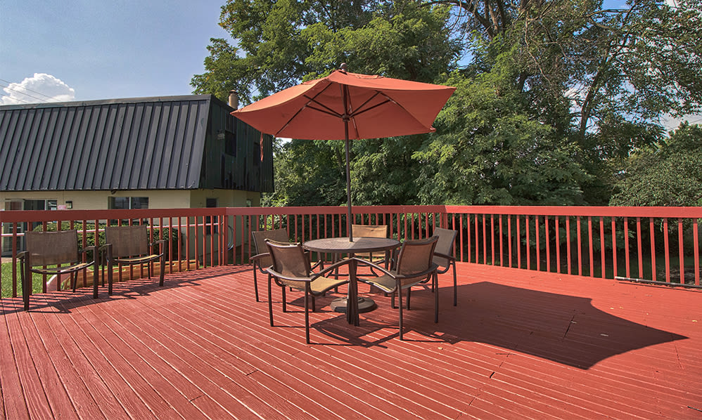Beautiful outdoor area at apartments in Cincinnati, Ohio