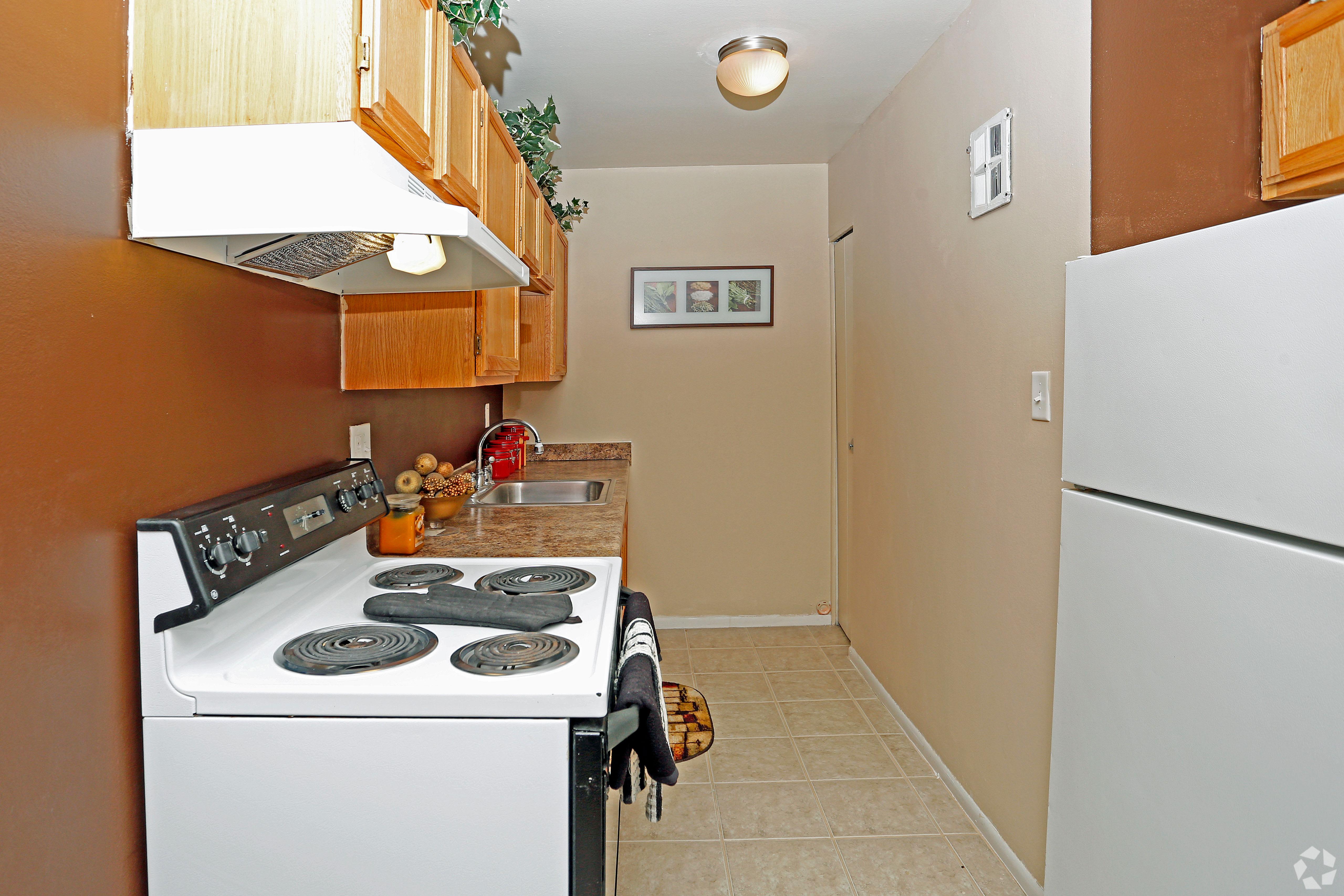 Hoover Square Apartments showcases a beautiful kitchen in Warren, Michigan