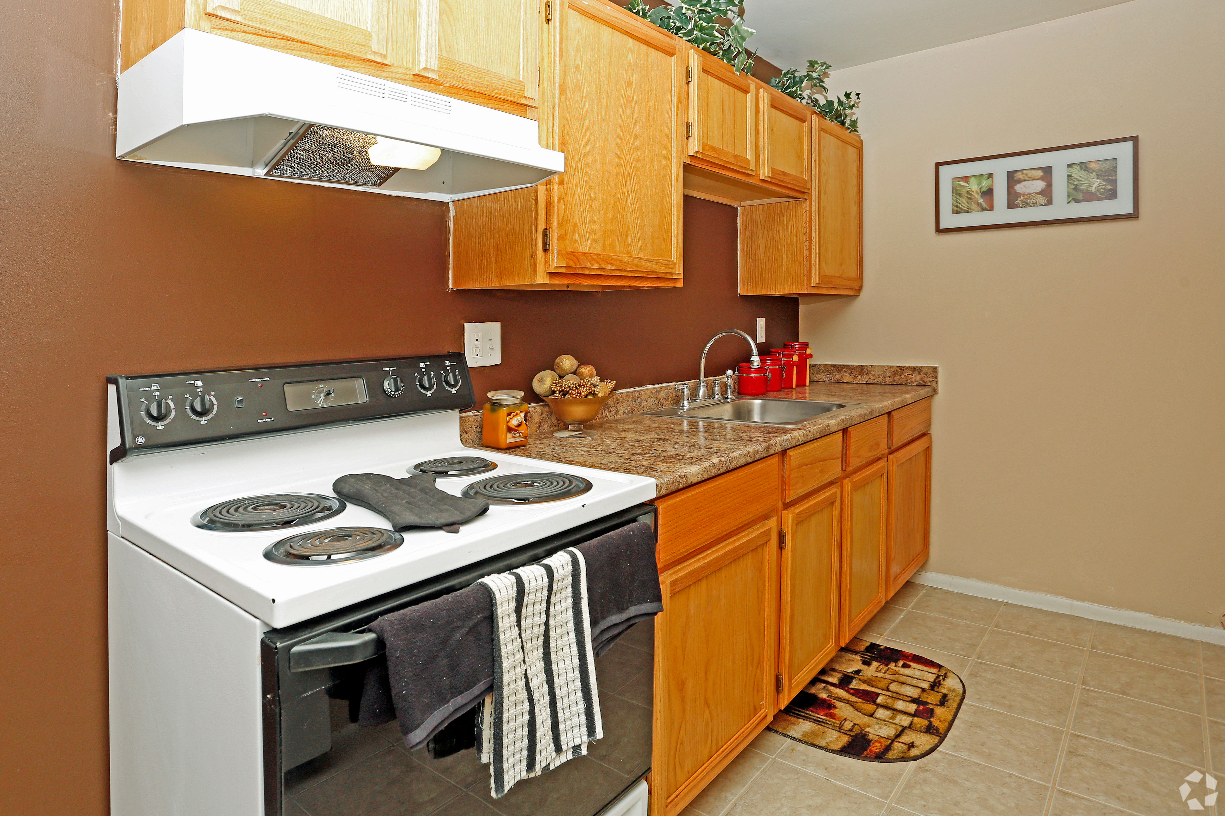 Hoover Square Apartments offers a renovated kitchen in Warren, Michigan