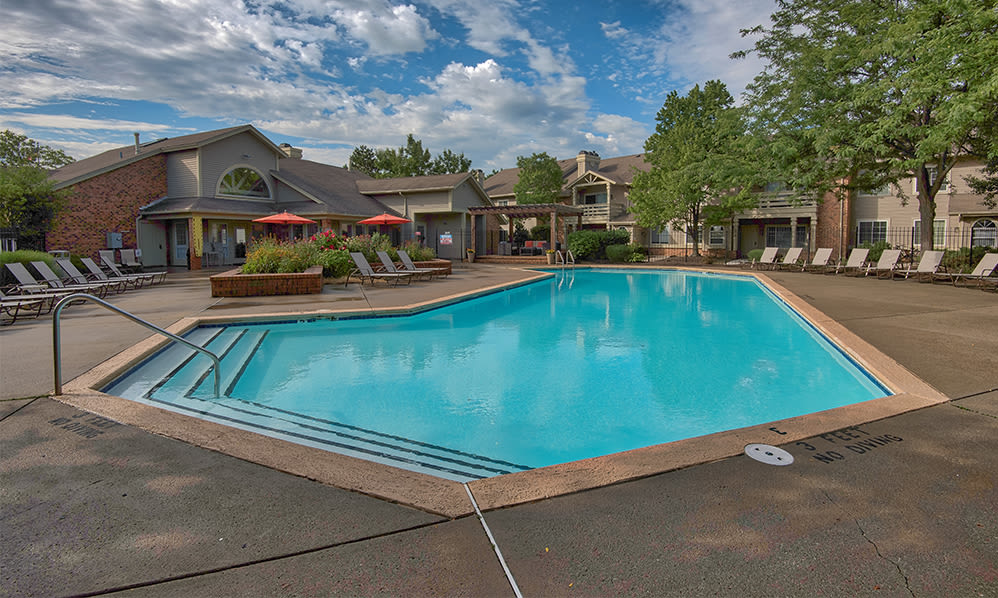 Beautiful swimming pool at Perry's Crossing Apartments in Perrysburg, Ohio