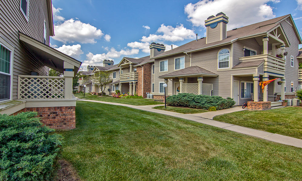 Exterior view of apartments at Perry's Crossing Apartments in Perrysburg OH