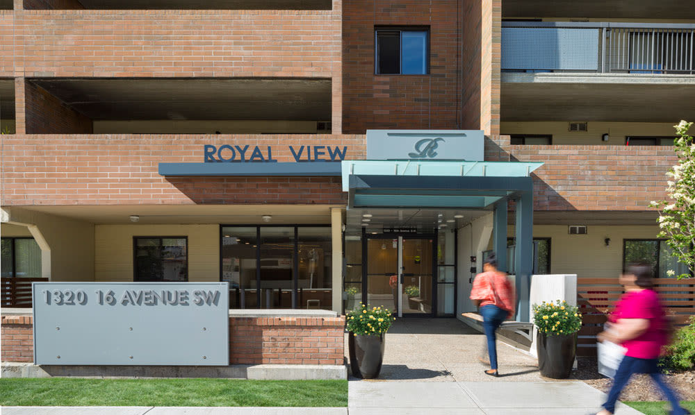 Street view of exterior entrance at Royal View Apartments in Calgary, AB