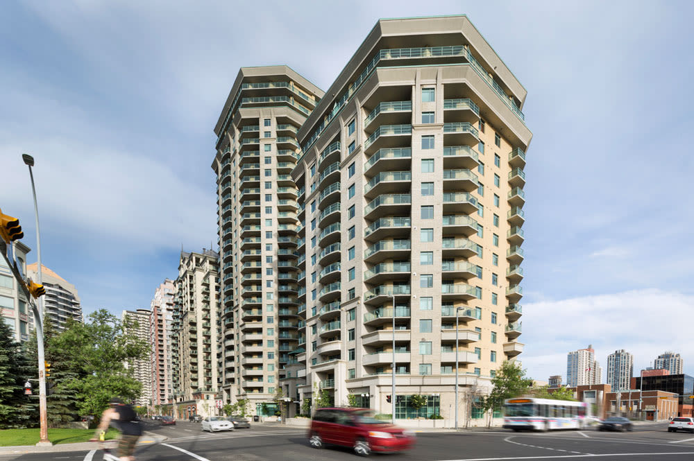 Exterior view of Discovery Pointe in Calgary, AB