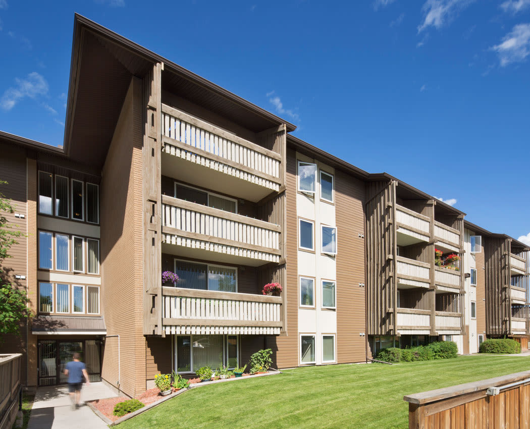 Calgary, AB Apartments for Rent in Lakeview | Lakeview Mews