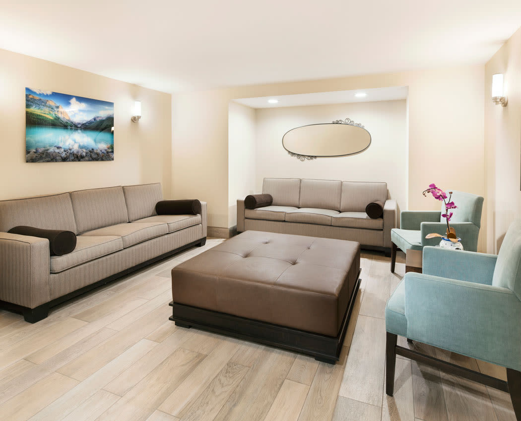 Lounge at Lakeview Mews