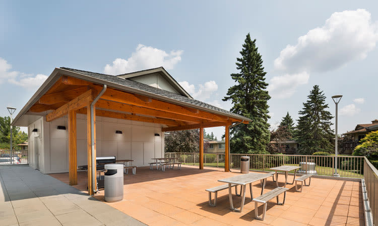Grilling area ideal for entertaining at Glenmore Gardens in Calgary, Alberta