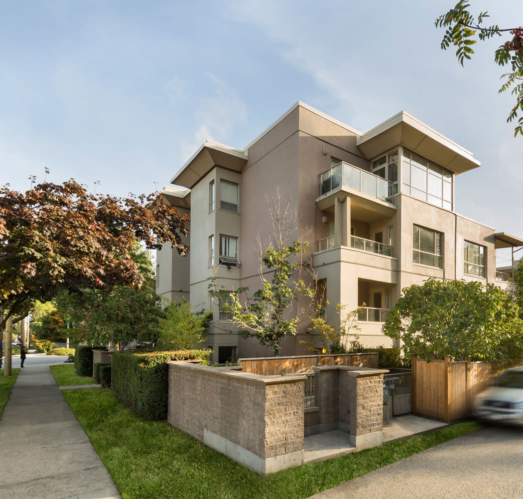 Enjoy apartments with walking paths at Dunway Court