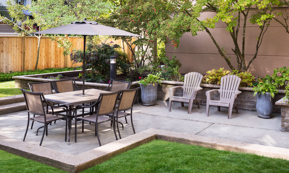 Courtyard seating at Dunway Court in Vancouver