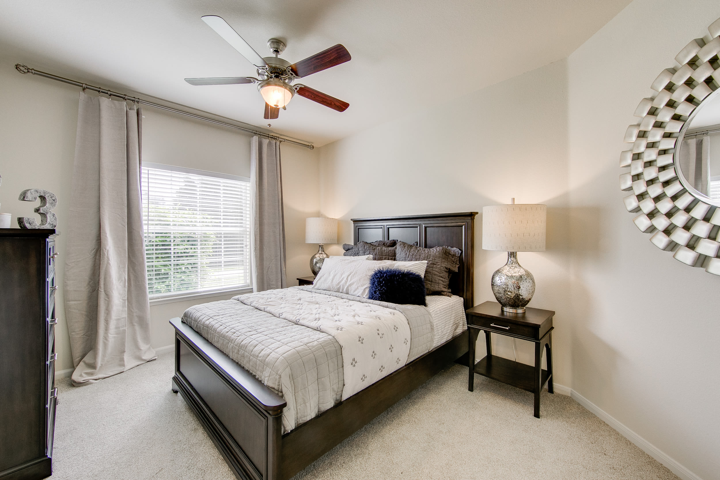 Spacious living area with ceiling fan at The View at Lakeside in Lewisville, Texas
