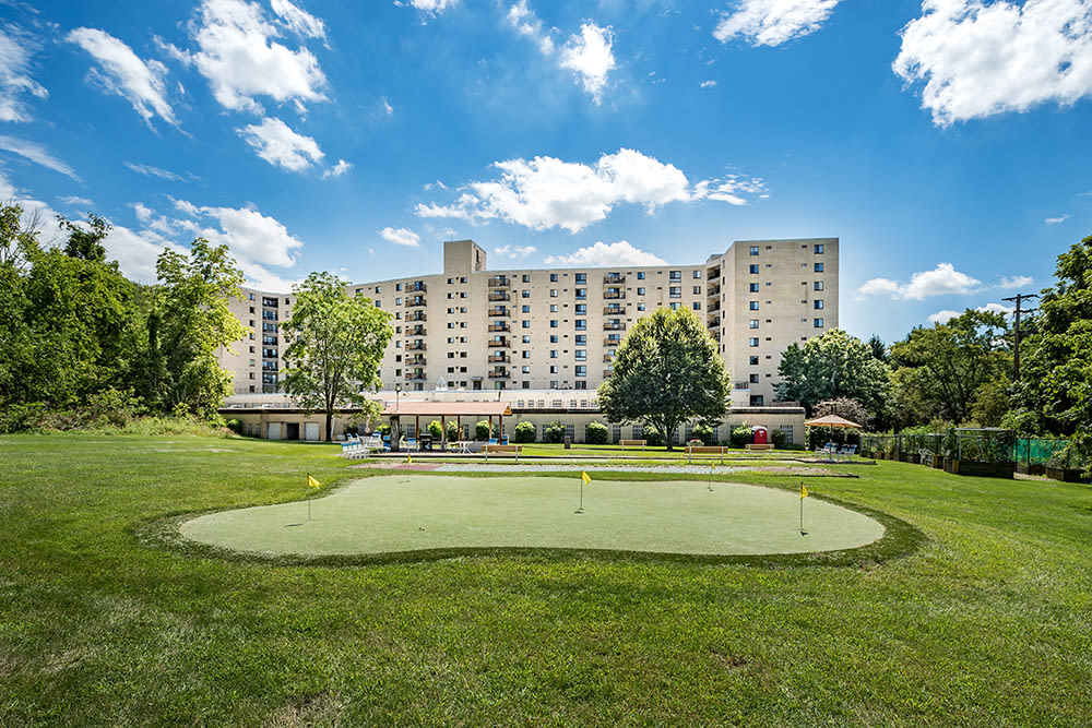 Enjoy our community amenities at Maiden Bridge and Canongate Apartments in Pittsburgh