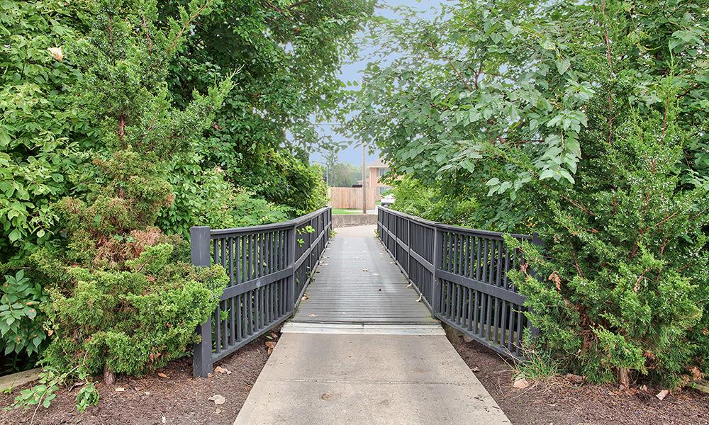 Beautiful walking trails at The Summit at Ridgewood in Fort Wayne, Indiana