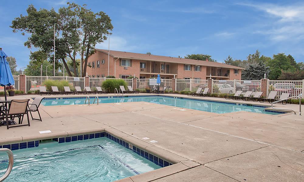The Summit at Ridgewood offers a beautiful swimming pool in Fort Wayne, Indiana