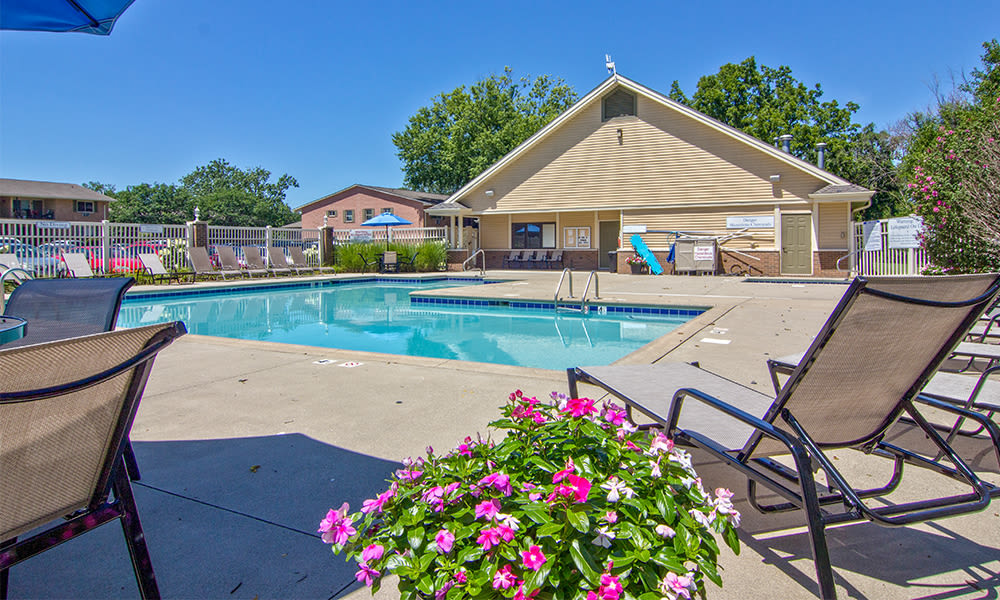 Sparkling pool at The Summit at Ridgewood in Fort Wayne, Indiana