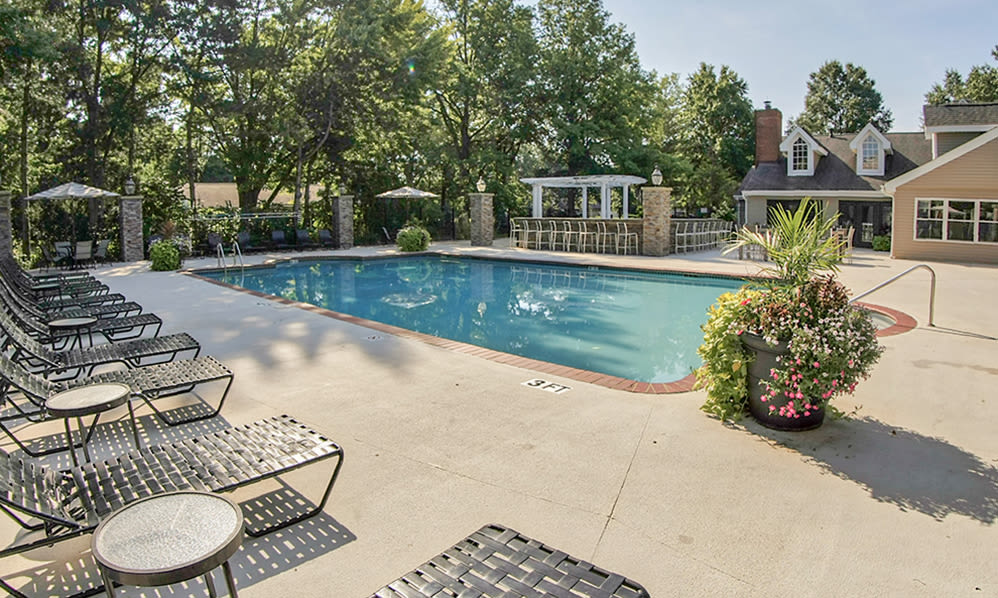 Luxury swimming pool at Hunter's Chase Apartments in Westlake, Ohio