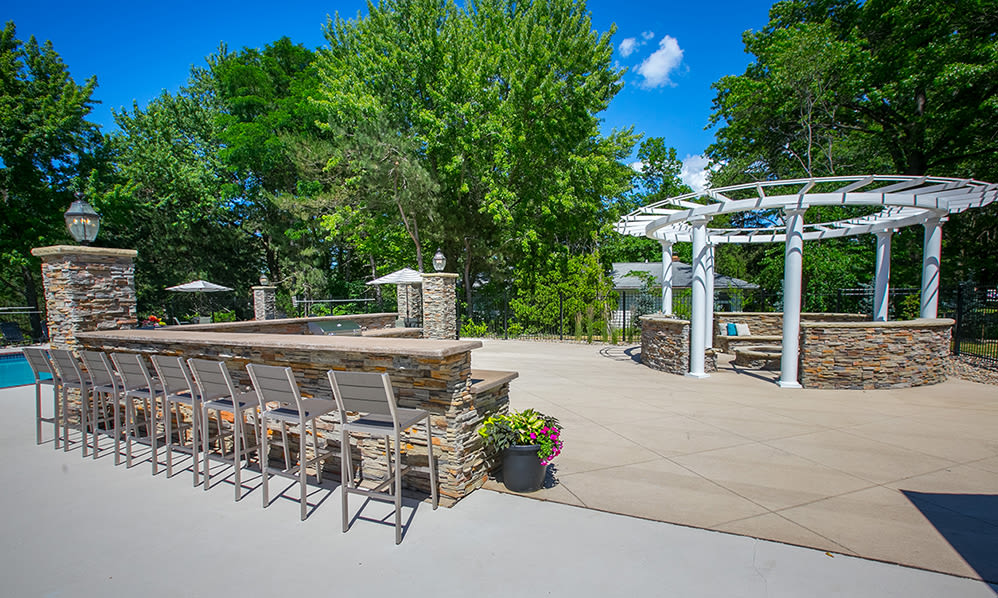 Outdoor entertaining area at Hunter's Chase Apartments in Westlake