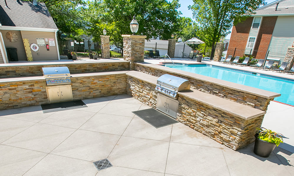 Poolside and outdoor fireside kitchen and lounge at Hunter's Chase Apartments