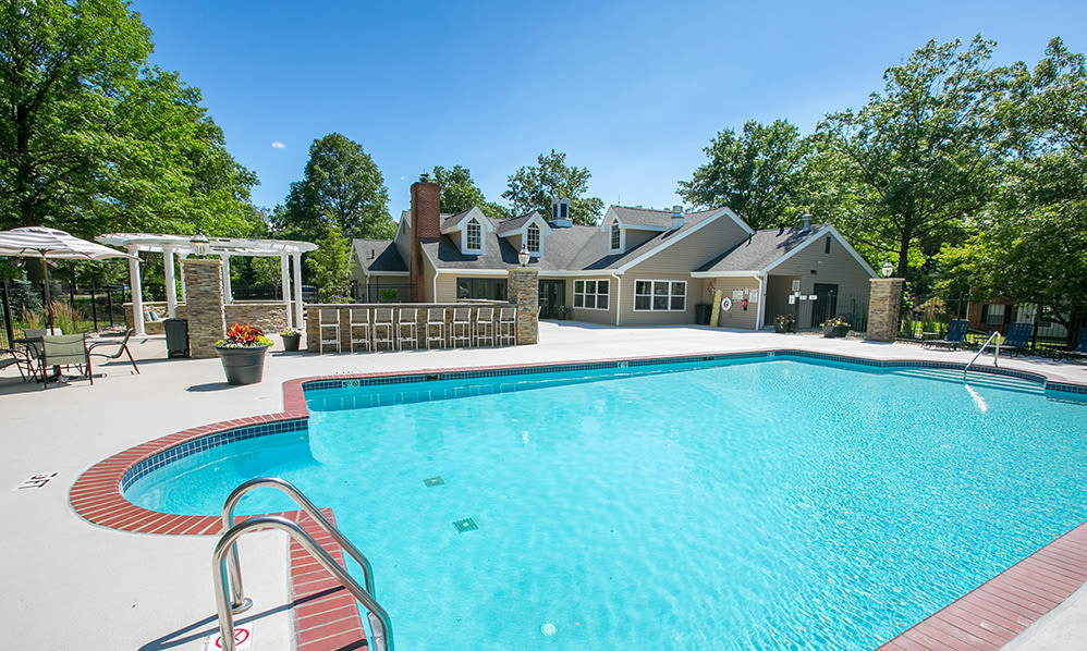 Sparkling swimming pool at Hunter's Chase Apartments