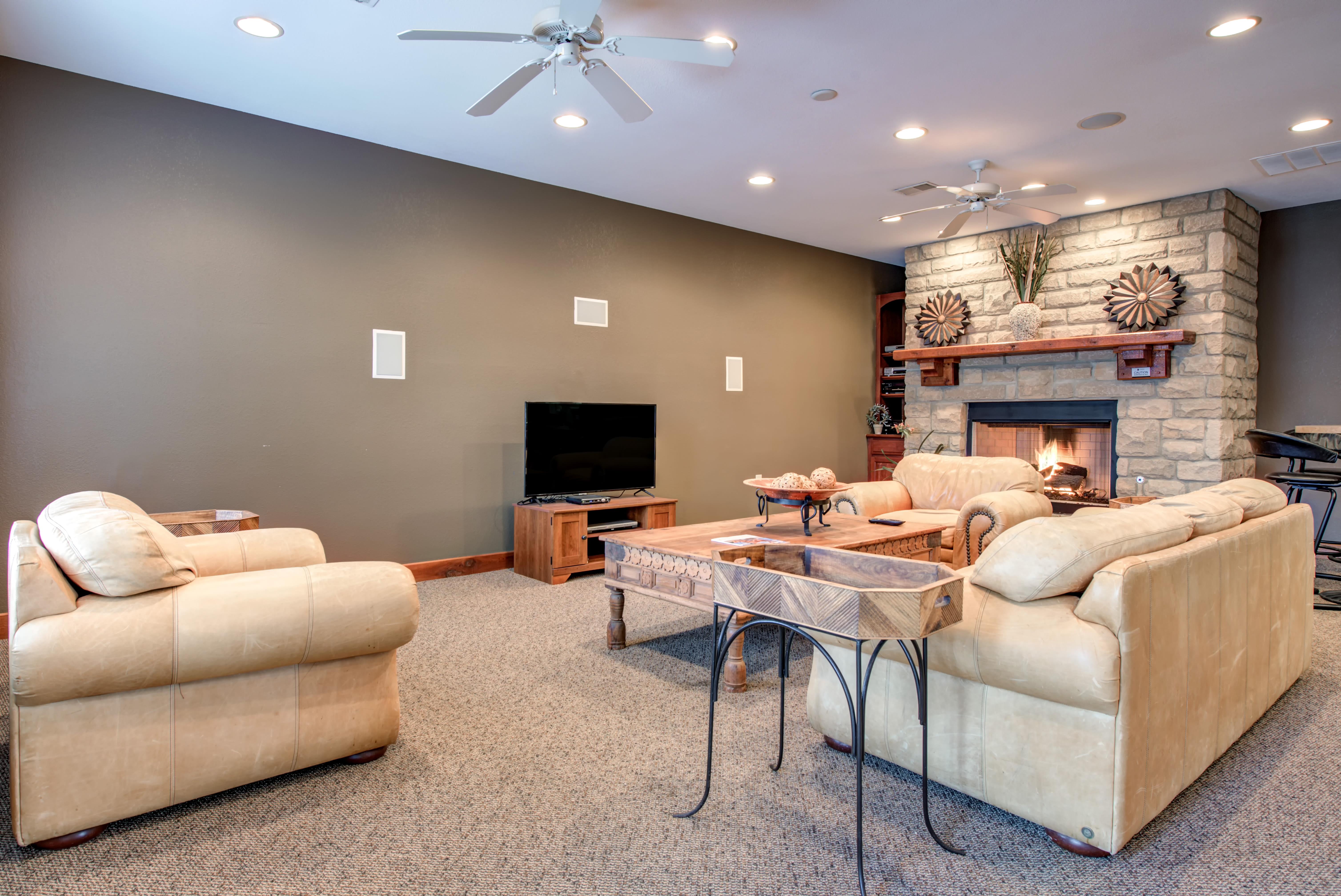 Modern living room at Renaissance St. Andrews in Louisville, Kentucky