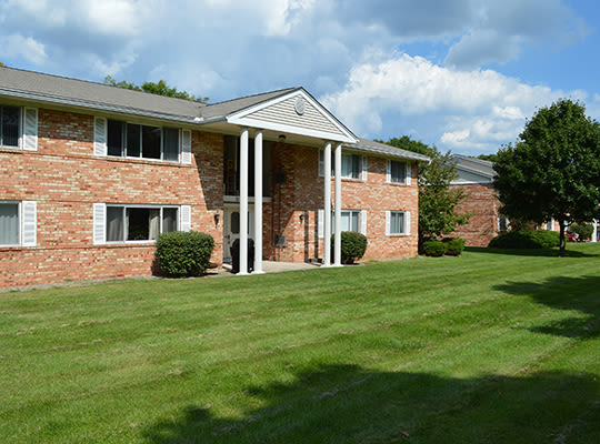 Visit Henrietta Highlands Apartments website