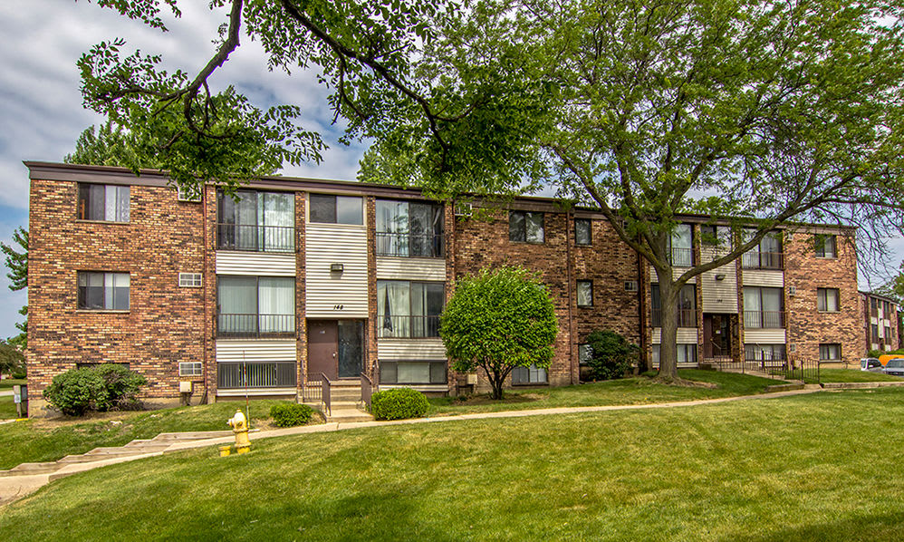 Apartment building at The Flats at Gladstone in Glendale Heights, IL