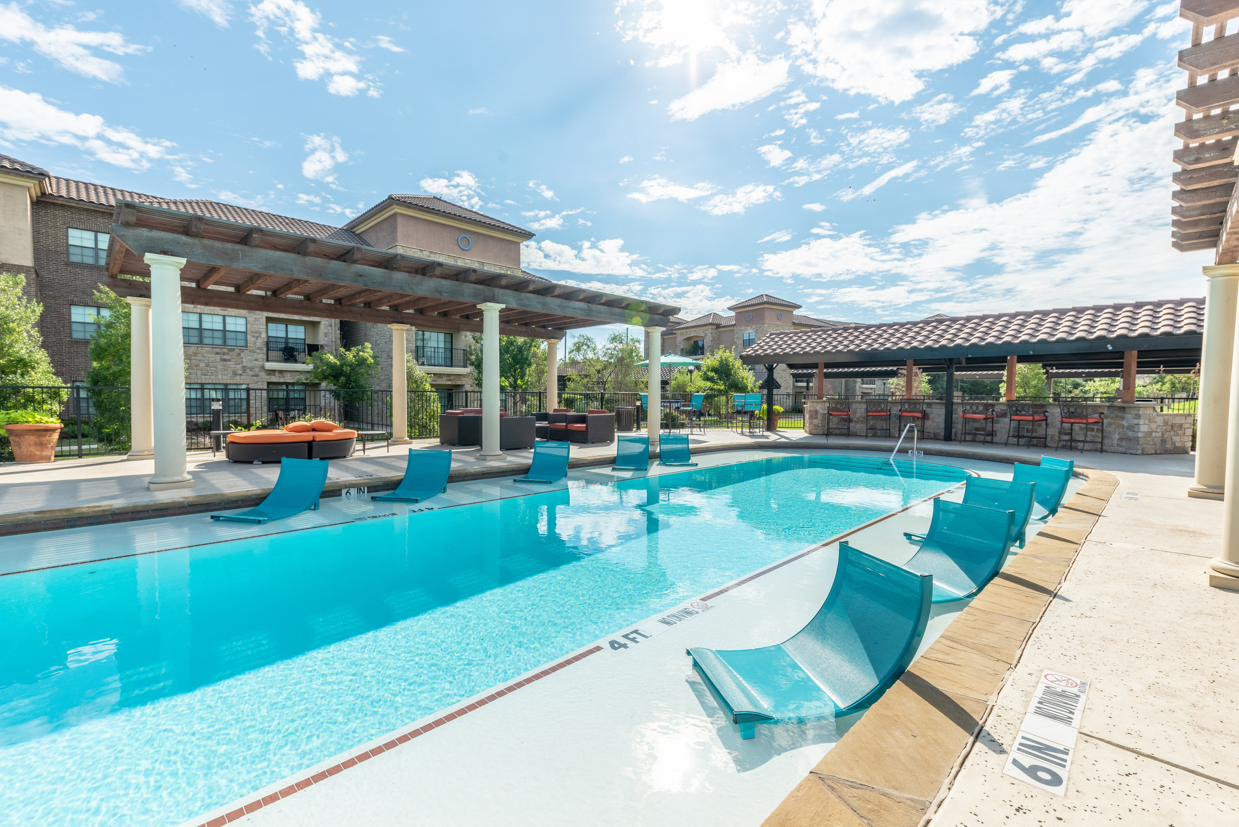 Inviting pool at Evolv in Mansfield, Texas on a beautiful day