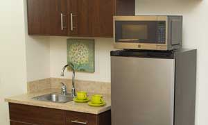 An apartment kitchen at Heritage Green Assisted Living in Mechanicsville, Virginia