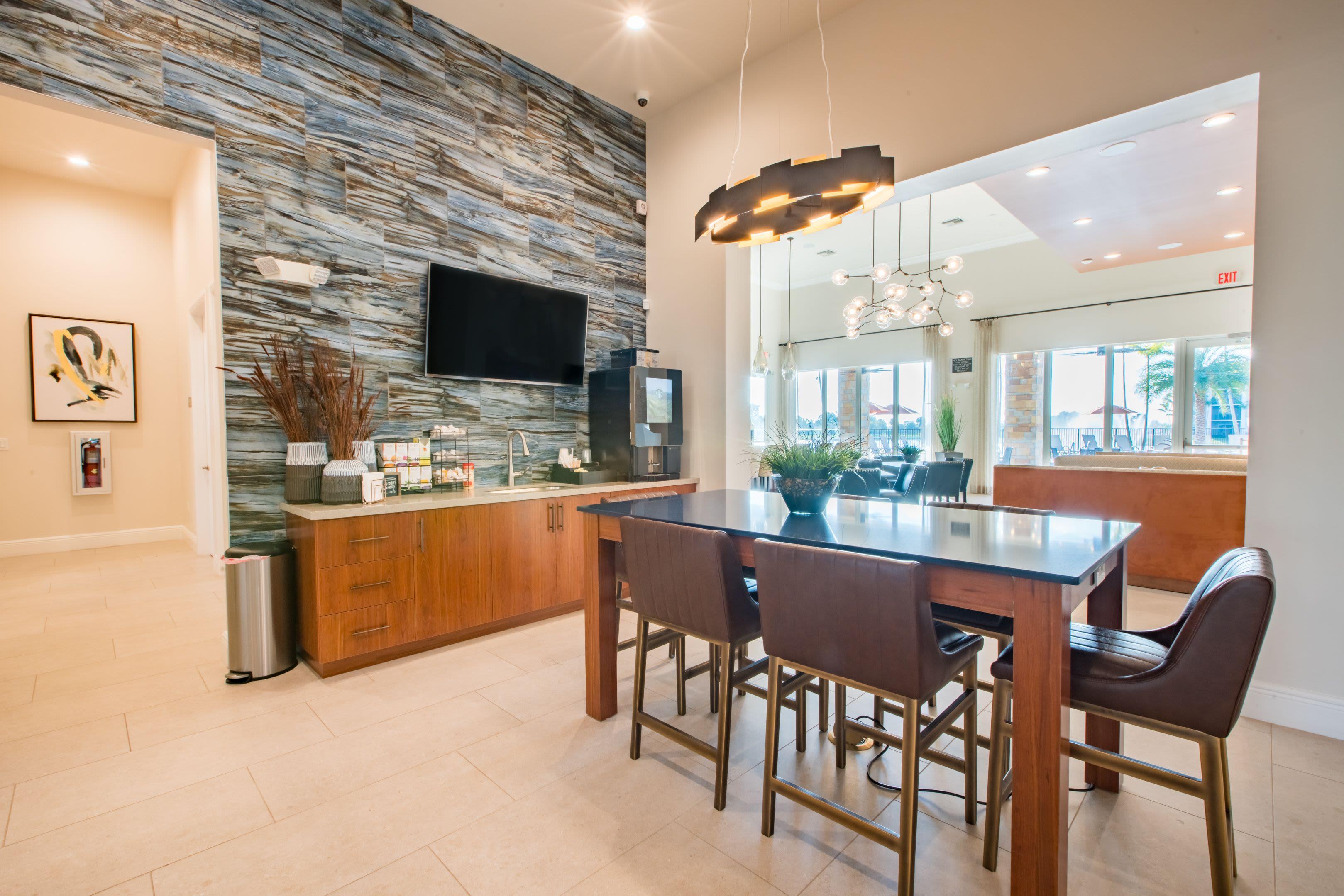 Resident Lounge and Meeting Space at Luma Miramar Apartments in Miramar, Florida