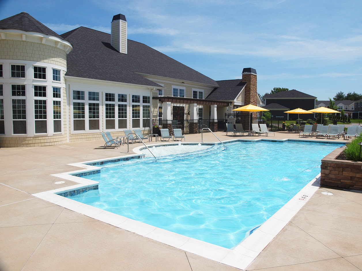 Clubhouse and outdoor pool at Kendal on Taylorsville in Louisville, Kentucky