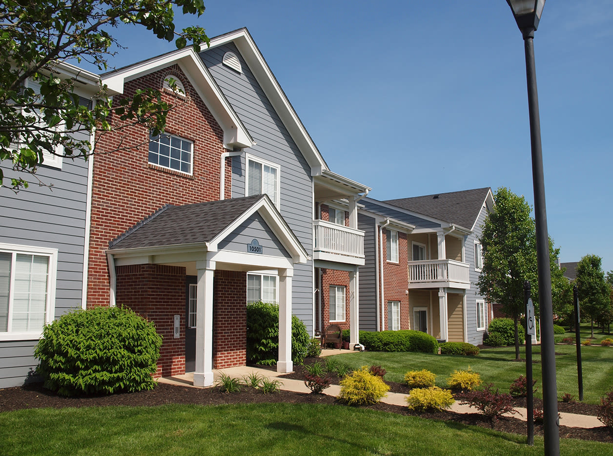 view of apartment exterior at Shadow Ridge in Louisville, Kentucky