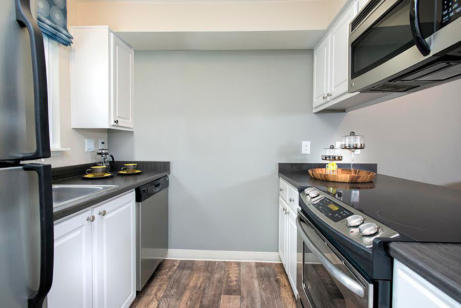 Kitchen appliances at Slate Ridge at Fisher's Landing Apartment Homes in Vancouver, WA