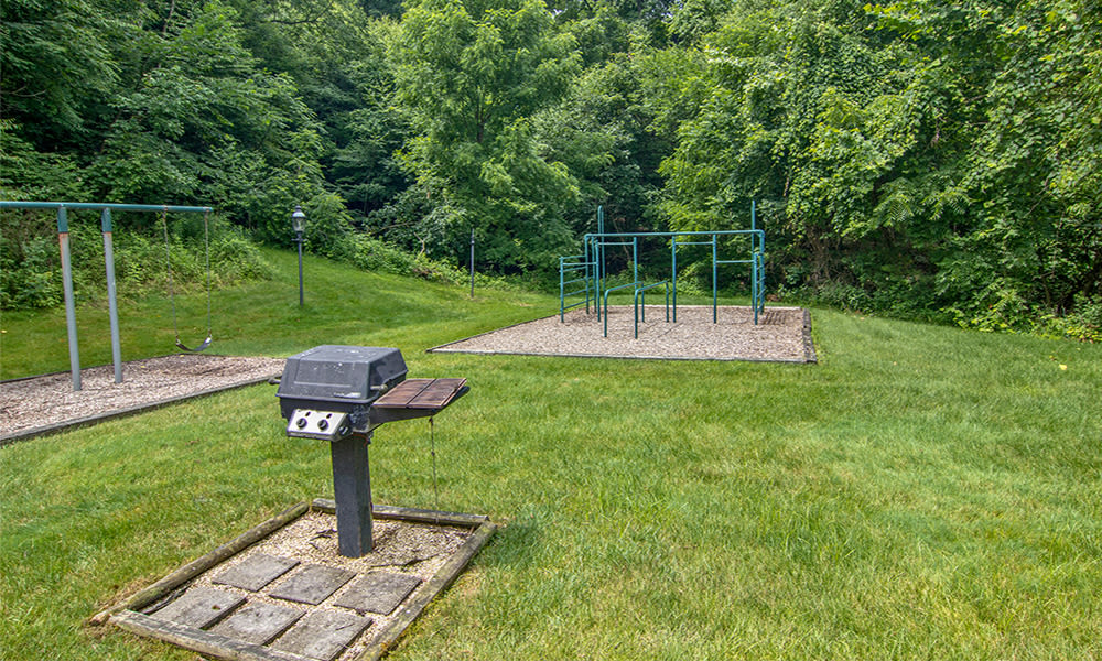 Outside amenities at Highlands of Montour Run in Coraopolis, Pennsylvania