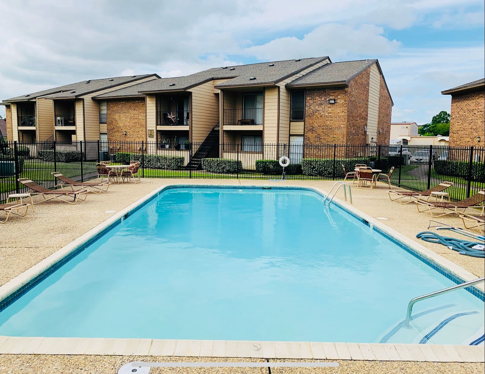 Carriage House Apartments in Nederland, Texas