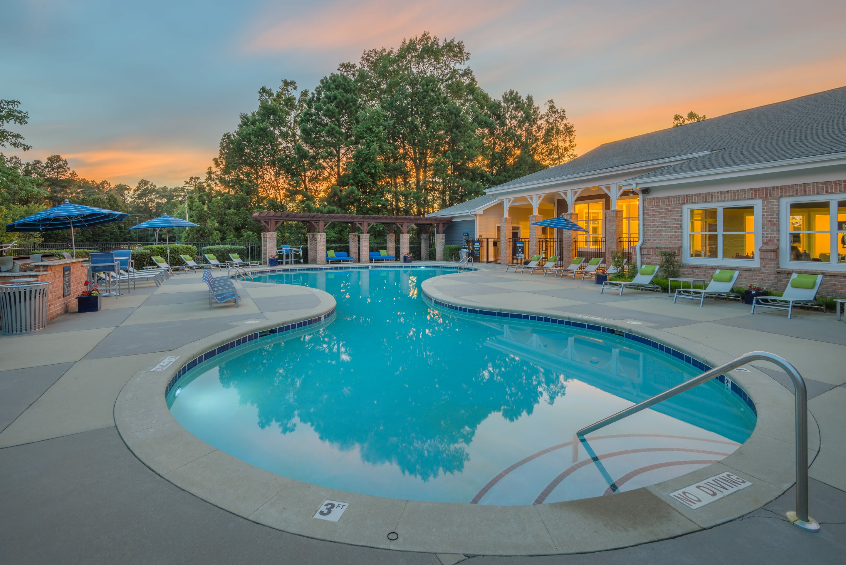 200 East offers an outdoor swimming pool in Durham, NC