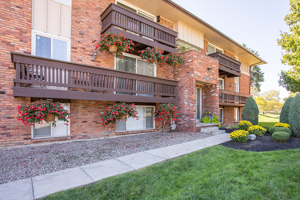 Welcome to Idylwood Resort Apartments in Cheektowaga, New York