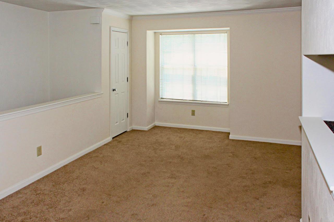living room at Meadowridge Apartments in Franklin, VA