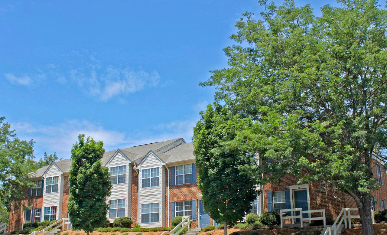 Front View at Meadowridge Apartments in Franklin, VA