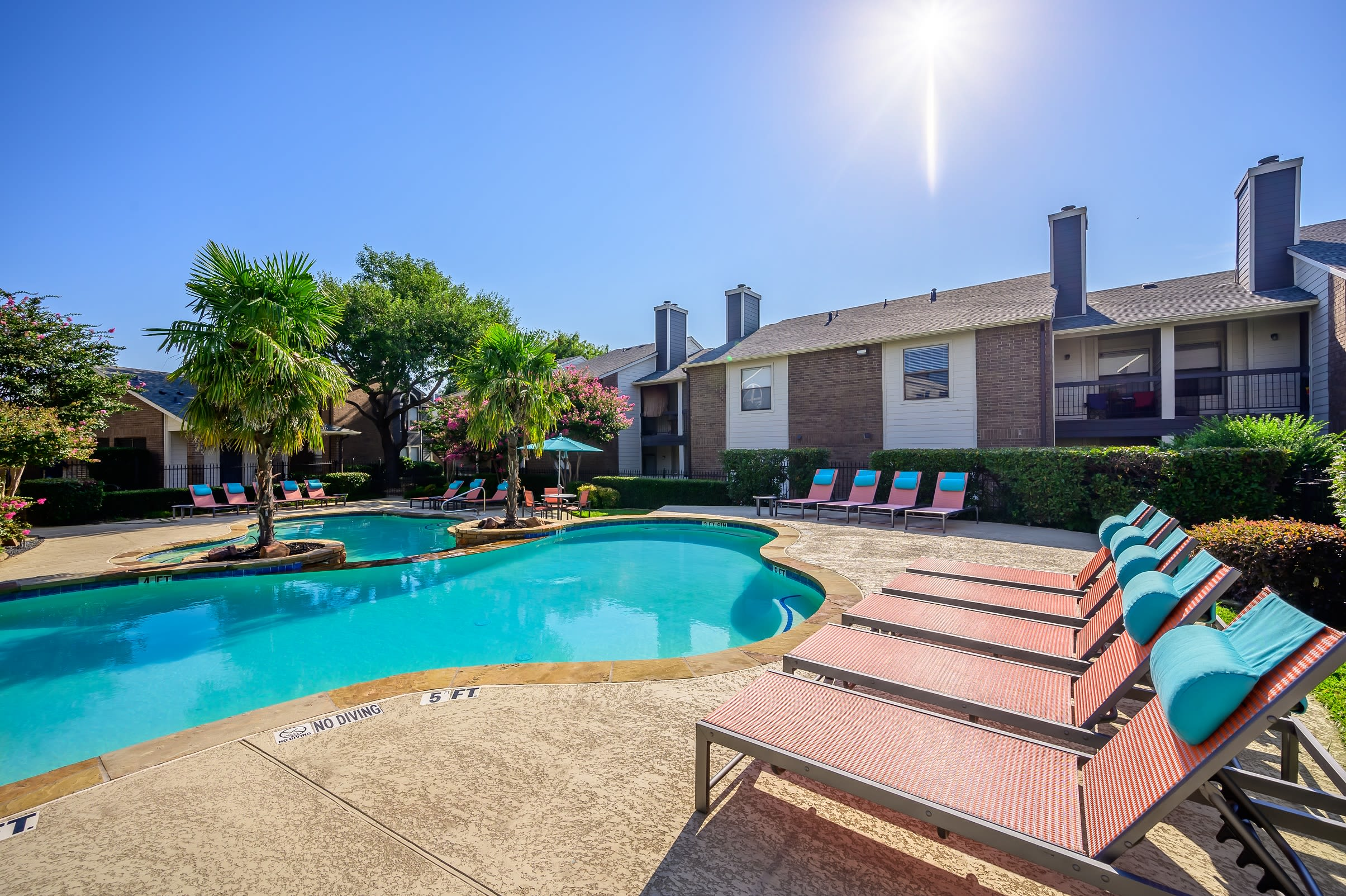 Apartments at Ridgeview Place in Irving, Texas