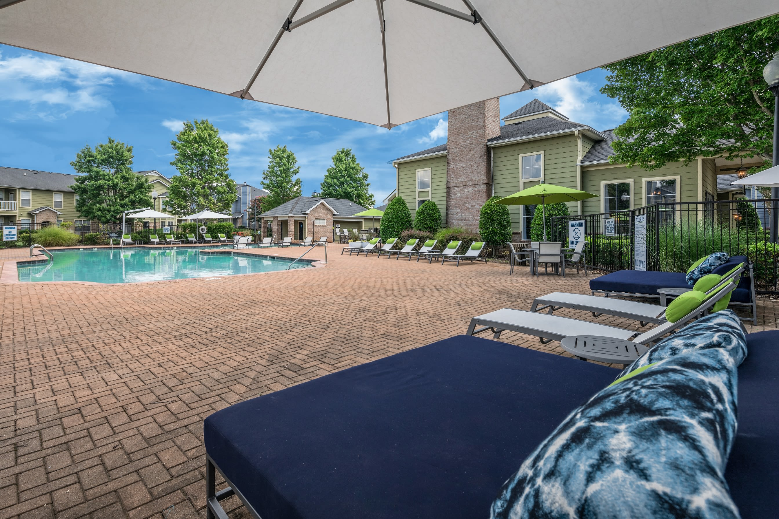 Beautiful sparkling swimming pool at Highlands at Alexander Pointe in Charlotte, North Carolina