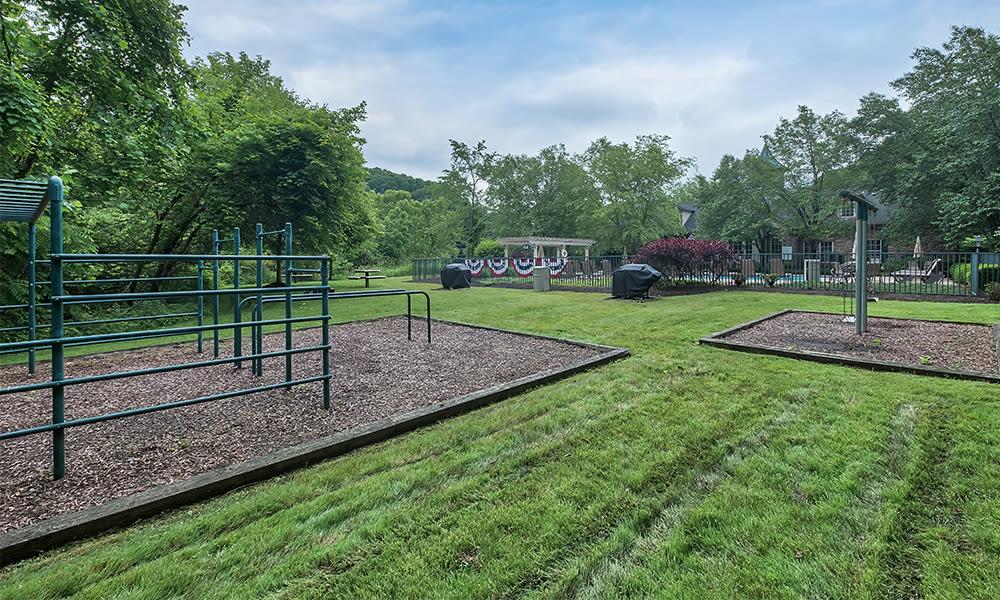 Outside amenities at Highlands of Montour Run in Coraopolis, Pennsylvania