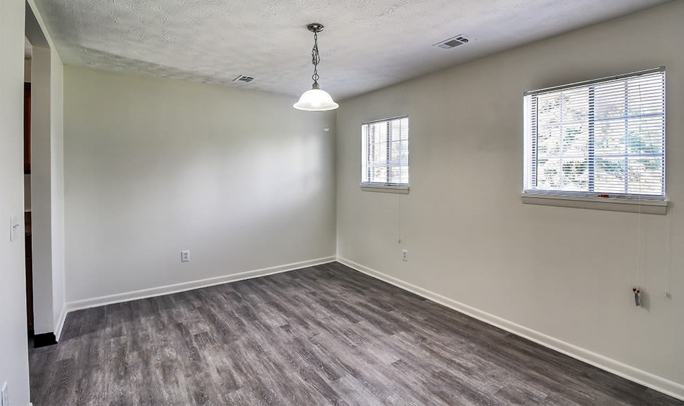 Dining area at Waverlywood Apartments & Townhomes in Webster, New York