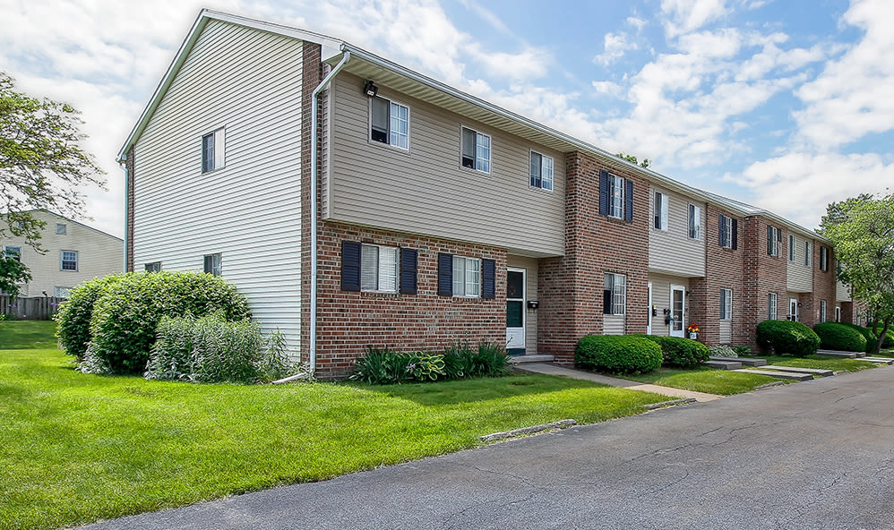 Exterior at Waverlywood Apartments & Townhomes in Webster, New York
