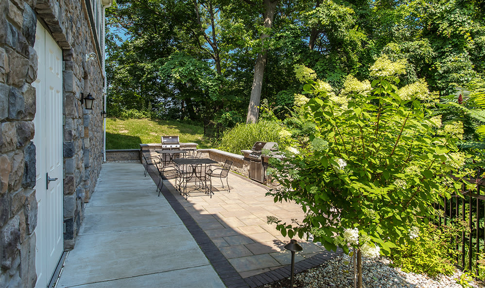 Outside sitting area at Waters Edge Apartments in Webster, New York
