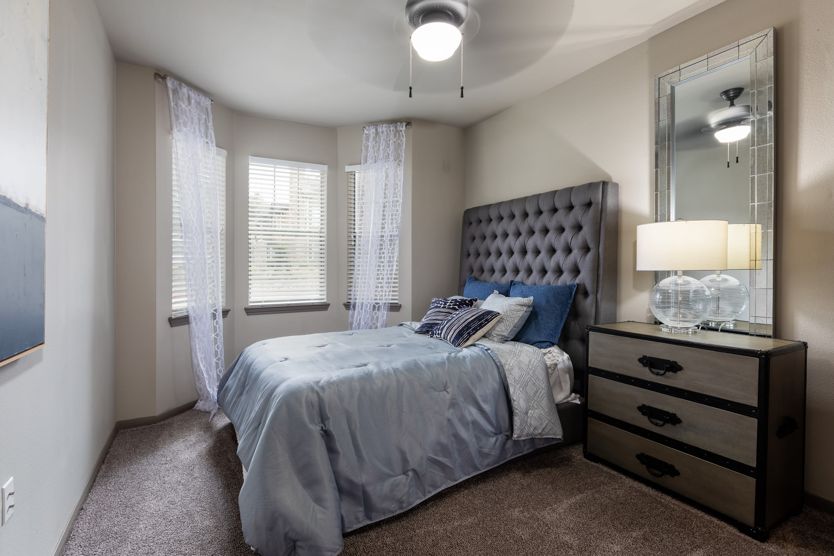 View virtual tour for 1 bedroom 1 bathroom unit at Artisan at Lake Wyndemere in The Woodlands, Texas