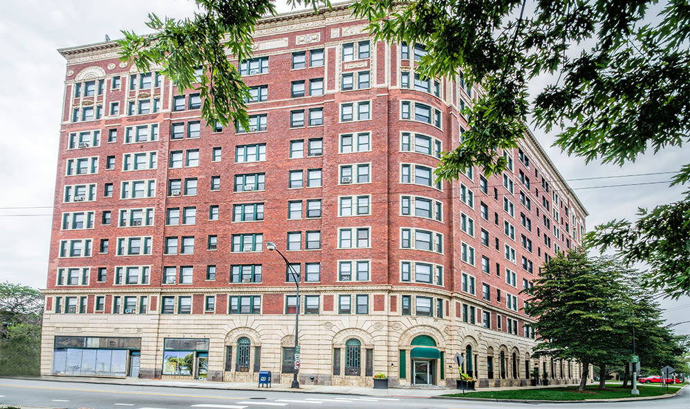 7100 South Shore Apartment Homes building in Chicago, Illinois