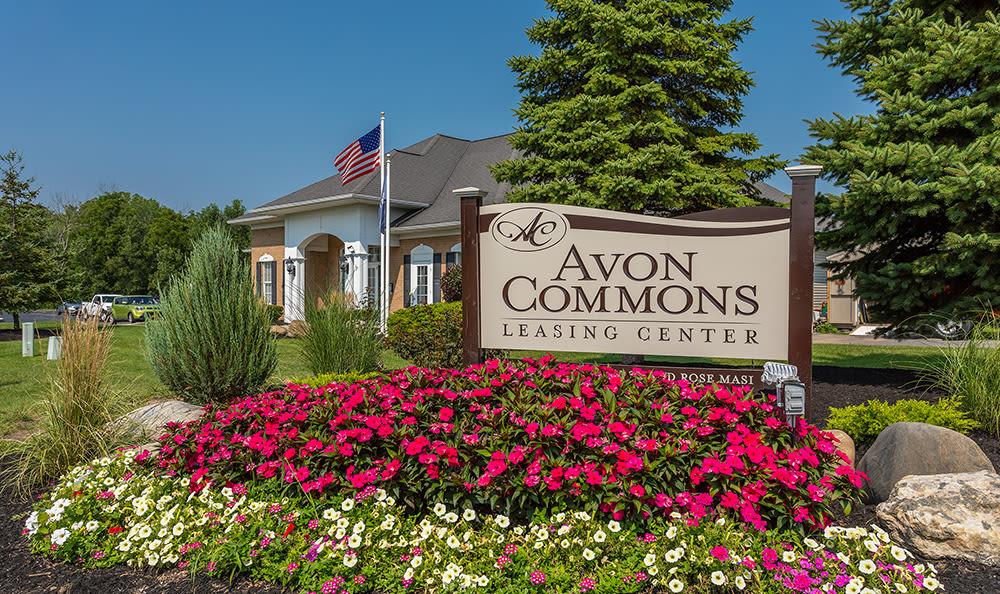 Sign to Avon Commons in Avon, New York