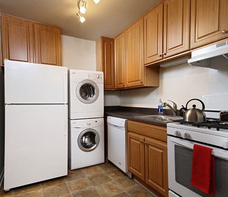 Eagle's Crest Apartments offers a beautiful kitchen in Harrisburg, Pennsylvania