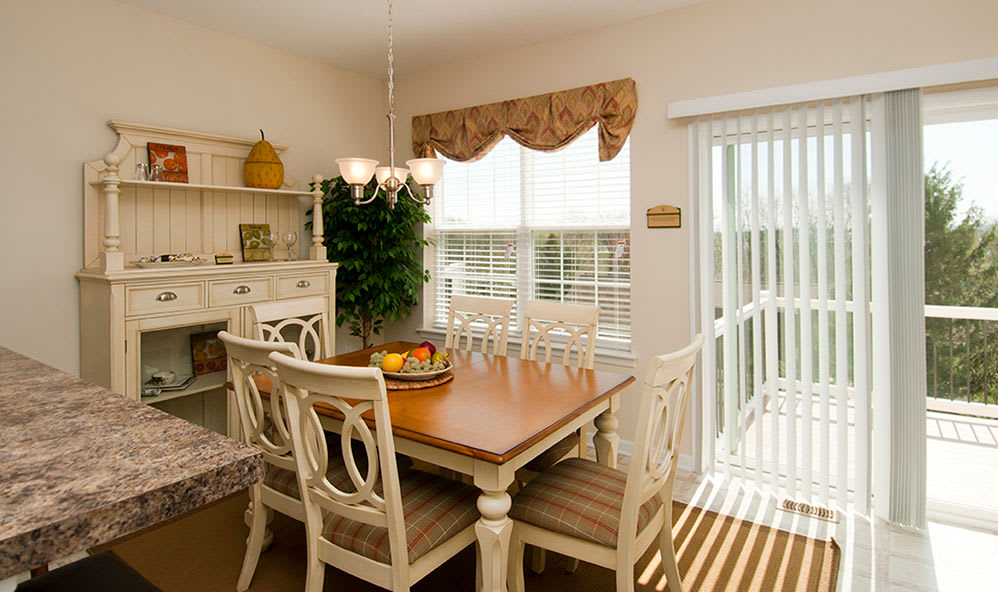 Dining area at Emerald Pointe Townhomes in Harrisburg, Pennsylvania