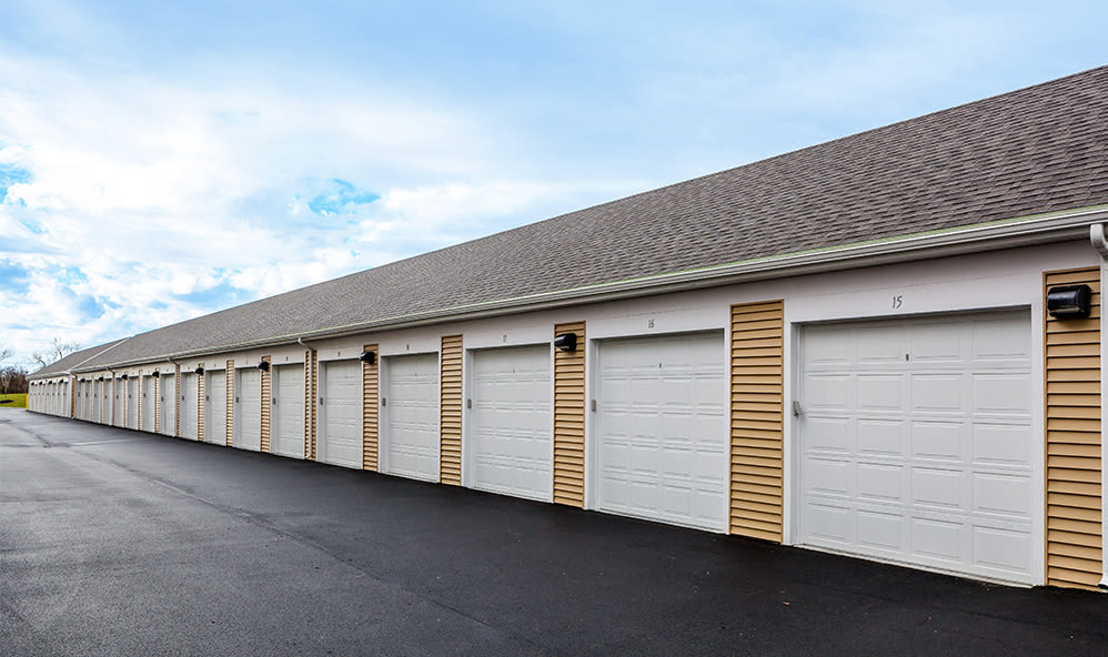 Enjoy apartments with a garage at Ethan Pointe Apartments  in Rochester, New York