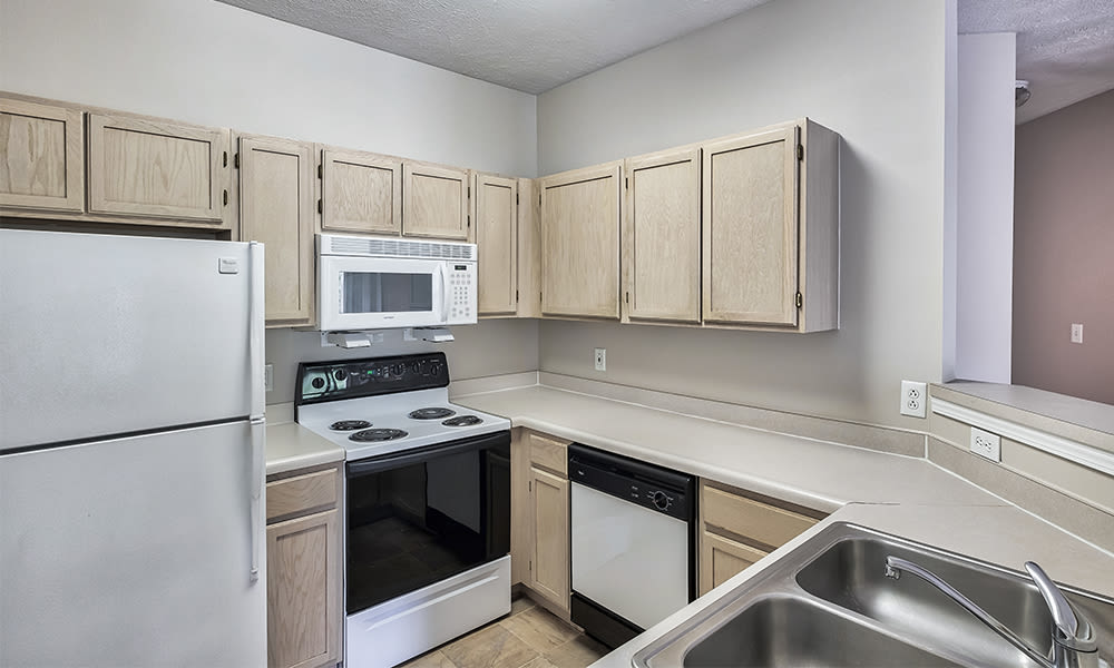 Well-equipped kitchen at Highlands of Montour Run in Coraopolis, Pennsylvania