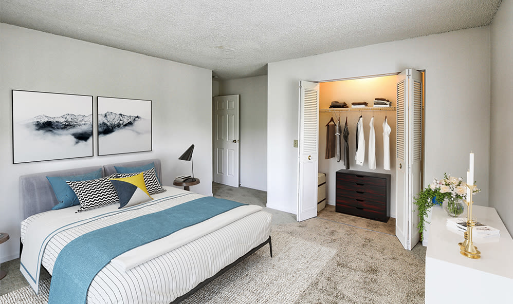 Large bedroom at Knollwood Manor Apartments in Fairport, New York